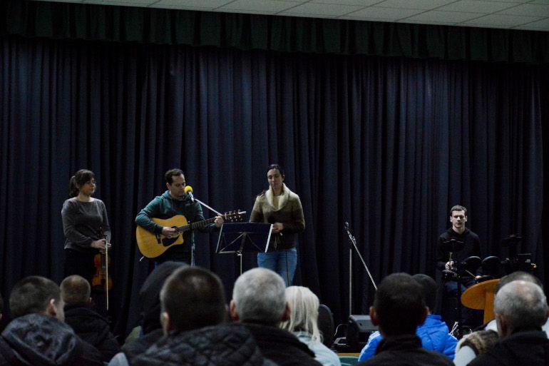 Tarnavimas kalėjime, giesmės